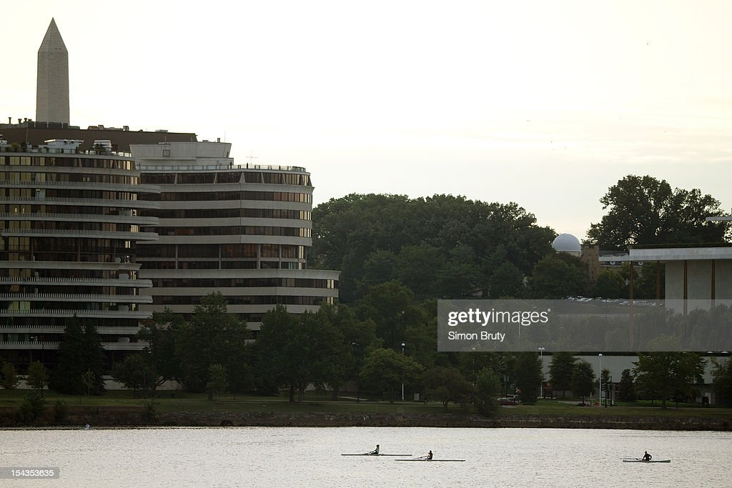 Scenic view of Watergate Hotel and Potomac River. View of Washington Monument in background. Simon Bruty F169 )