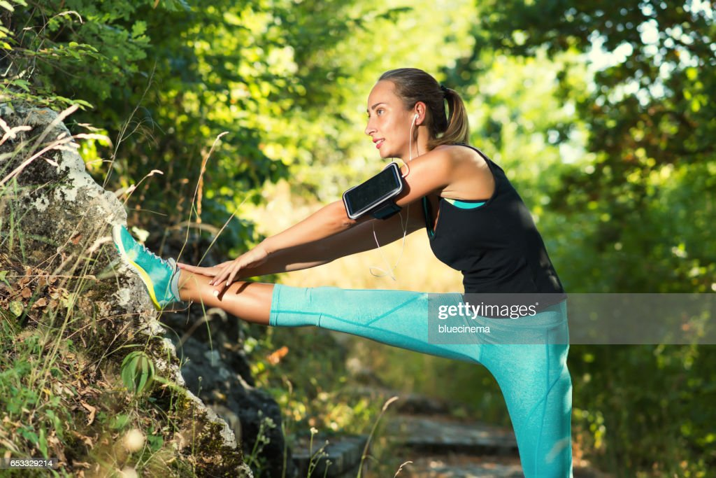 Stretching before her workout : Stockfoto