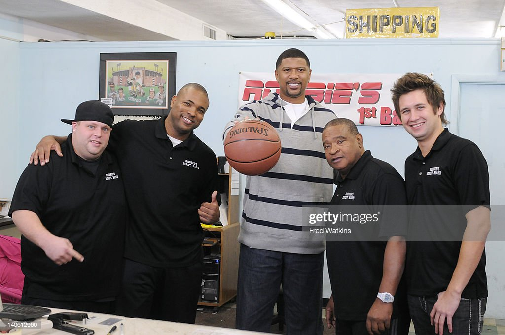 30 p.m.) - Former NBA star Jalen Rose swings by to educate Junior in basketball, while Senior negotiates with a customer who literally crosses the line. Sweet Lou and Junior go to bat for a Minneapolis Twins fan looking to surprise his dad for his birthday, while the boys barter for a 1940s Philadelphia Eagles football signed by a Hollywood icon. Plus, Sweet Lou misbehaves in the store and Senior contemplates his punishment. Two half-hour episodes air SATURDAY, MARCH 31 (3:00-4:00 p.m., ET) on the ABC Television Network. SR., SHAGGY