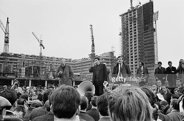 Strike leader Lou Lewis talking to workers during the Barbican building site dispute in London UK 16th October 1967