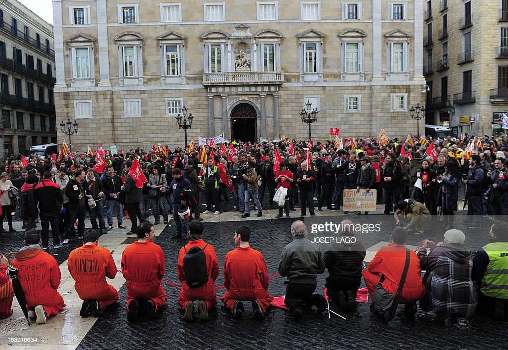 Strikers of Spanish airline Iberia demonstrate at Sant Jaume square in Barcelona on March 6, 2013. Workers at Spanish airline Iberia launched a second round of strikes against mass job cuts forcing the cancellation of some 250 flights. AFP PHOTO / JOSEP LAGO