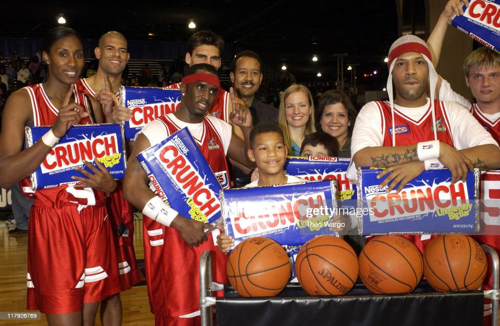 Stripes team poses after winning the game (L to R), Lisa Leslie, Shane Battier, Sean 'P. Diddy' Combs, Redman and Nick Carter
