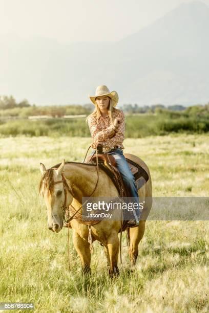 Starke Cowgirl Reiten