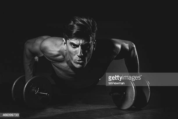 Starker Mann Push-Up Stärke trainieren