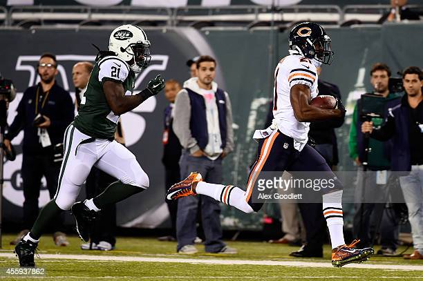 Strong safety Ryan Mundy of the Chicago Bears returns an interception for a touchdown in the first quarter against the New York Jets during a game at...