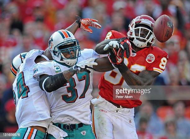 Strong Safety Yeremiah Bell of the Miami Dolphins brakes up a pass intended for wide receiver Dwayne Bowe of the Kansas City Chiefs during the third...