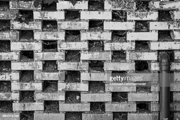 Structured wall