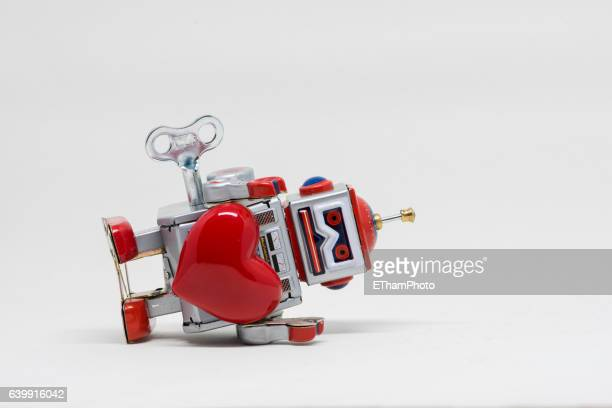 Struggling Tin Toy Robot in Love