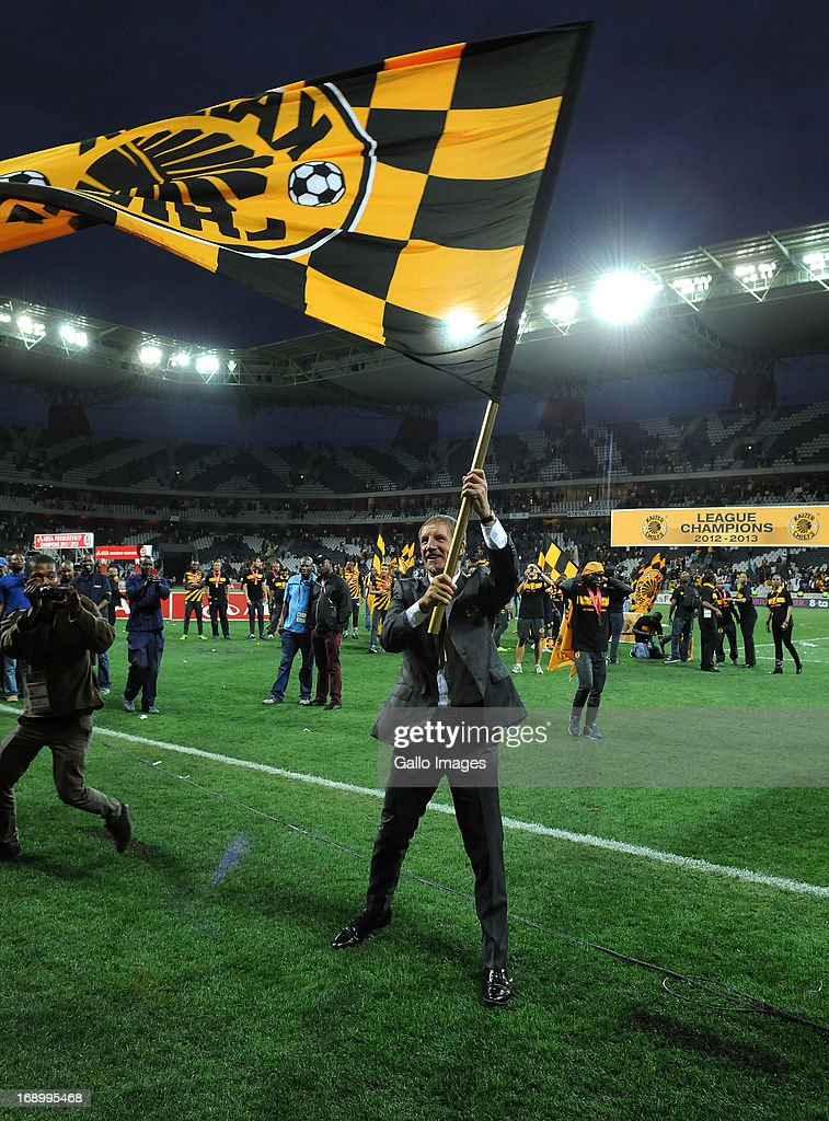 Stuart Baxter of Chiefs flies the flag during the Absa Premiership match between University of Pretoria and Kaizer Chiefs at Mbombela Stadium on May...