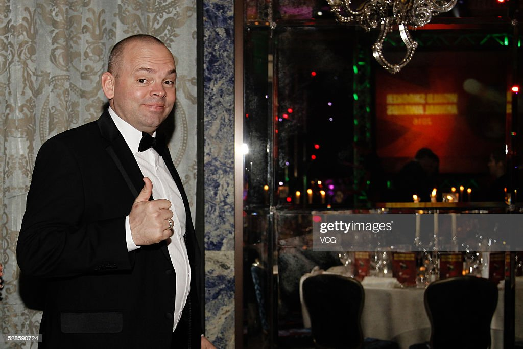 <a gi-track='captionPersonalityLinkClicked' href=/galleries/search?phrase=Stuart+Bingham&family=editorial&specificpeople=795108 ng-click='$event.stopPropagation()'>Stuart Bingham</a> of England attends the annual end-of-season awards dinner on May 6, 2016 in Manchester, England.