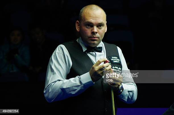 Stuart Bingham of England chalks his cue in the match against Yu Delu of China on day 2 of Snooker International Championship 2015 at Baihu Media...
