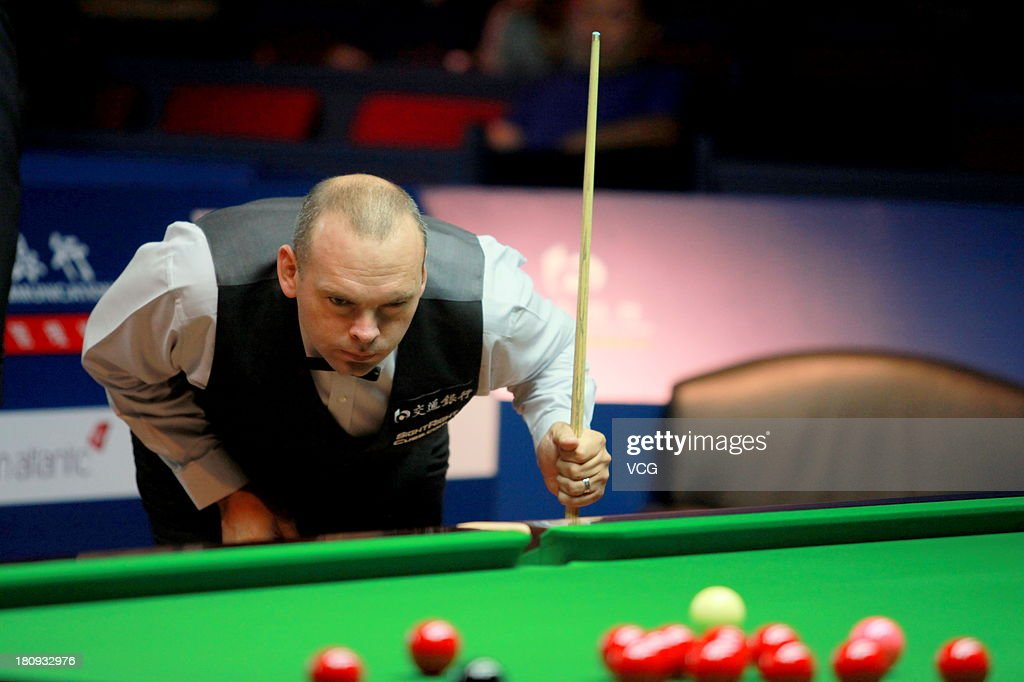 <a gi-track='captionPersonalityLinkClicked' href=/galleries/search?phrase=Stuart+Bingham&family=editorial&specificpeople=795108 ng-click='$event.stopPropagation()'>Stuart Bingham</a> of England eyes the ball in the match against Kyren Wilson of England on day three of the 2013 World Snooker Shanghai Master at Shanghai Grand Stage on September 18, 2013 in Shanghai, China.