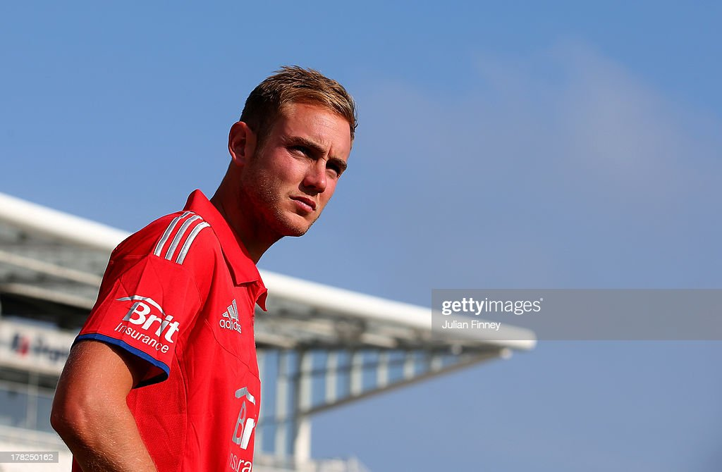 <a gi-track='captionPersonalityLinkClicked' href=/galleries/search?phrase=Stuart+Broad&family=editorial&specificpeople=574360 ng-click='$event.stopPropagation()'>Stuart Broad</a> of England arrives for the team photo before nets practice session at Ageas Bowl on August 28, 2013 in Southampton, England.