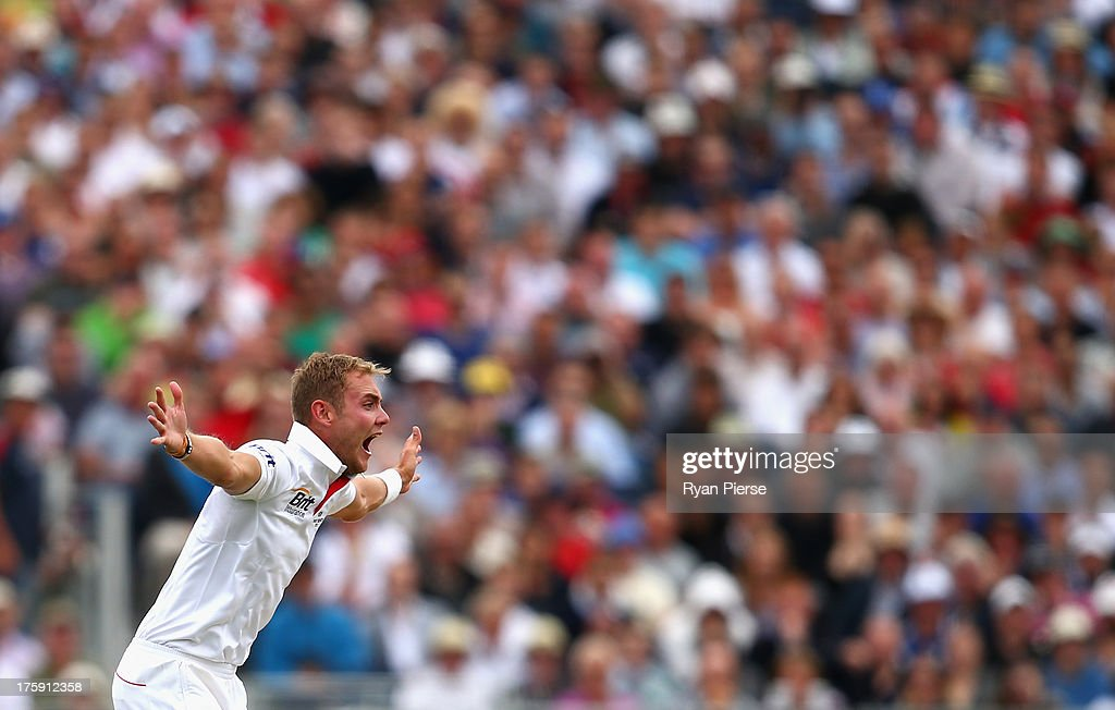 <a gi-track='captionPersonalityLinkClicked' href=/galleries/search?phrase=Stuart+Broad&family=editorial&specificpeople=574360 ng-click='$event.stopPropagation()'>Stuart Broad</a> of England celebrates after taking the wicket of Usman Khawaja of Australia during day two of 4th Investec Ashes Test match between England and Australia at Emirates Durham ICG on August 10, 2013 in Chester-le-Street, England.