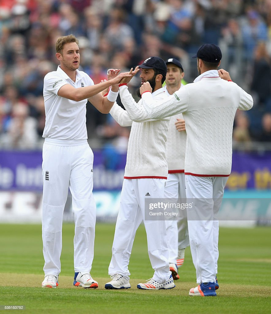 <a gi-track='captionPersonalityLinkClicked' href=/galleries/search?phrase=Stuart+Broad&family=editorial&specificpeople=574360 ng-click='$event.stopPropagation()'>Stuart Broad</a> of England celebrates with teammates after dismissing Suranga Lakmal of Sri Lanka during day three of the 2nd Investec Test match between England and Sri Lanka at Emirates Durham ICG on May 29, 2016 in Chester-le-Street, United Kingdom.