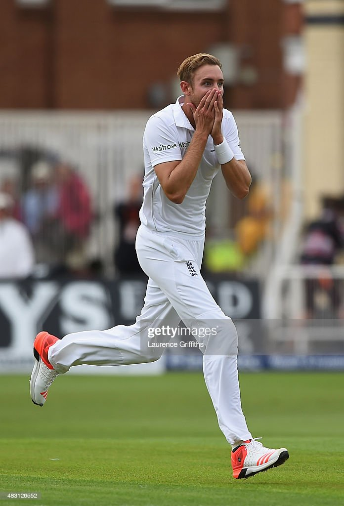 <a gi-track='captionPersonalityLinkClicked' href=/galleries/search?phrase=Stuart+Broad&family=editorial&specificpeople=574360 ng-click='$event.stopPropagation()'>Stuart Broad</a> of England looks on in disbelief at Ben Stokes after his amazing catch to dismiss Adam Voges of Australia during day one of the 4th Investec Ashes Test match between England and Australia at Trent Bridge on August 6, 2015 in Nottingham, United Kingdom.