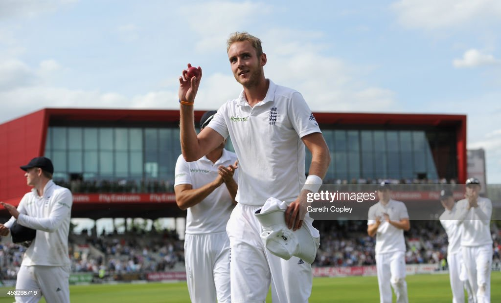 <a gi-track='captionPersonalityLinkClicked' href=/galleries/search?phrase=Stuart+Broad&family=editorial&specificpeople=574360 ng-click='$event.stopPropagation()'>Stuart Broad</a> of England salutes the crowd after taking six wickets during day one of 4th Investec Test match between England and India at Old Trafford on August 7, 2014 in Manchester, England.
