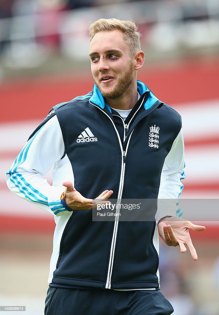 <a gi-track='captionPersonalityLinkClicked' href=/galleries/search?phrase=Stuart+Broad&family=editorial&specificpeople=574360 ng-click='$event.stopPropagation()'>Stuart Broad</a> of England smiles during the warm up prior to the start of day one of the 5th Investec Test match between England and India at The Kia Oval on August 15, 2014 in London, England.