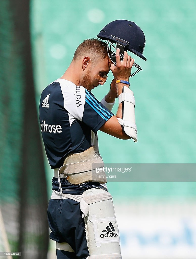 <a gi-track='captionPersonalityLinkClicked' href=/galleries/search?phrase=Stuart+Broad&family=editorial&specificpeople=574360 ng-click='$event.stopPropagation()'>Stuart Broad</a> puts on his helmet during an England Nets Session at The Kia Oval on August 14, 2014 in London, England.