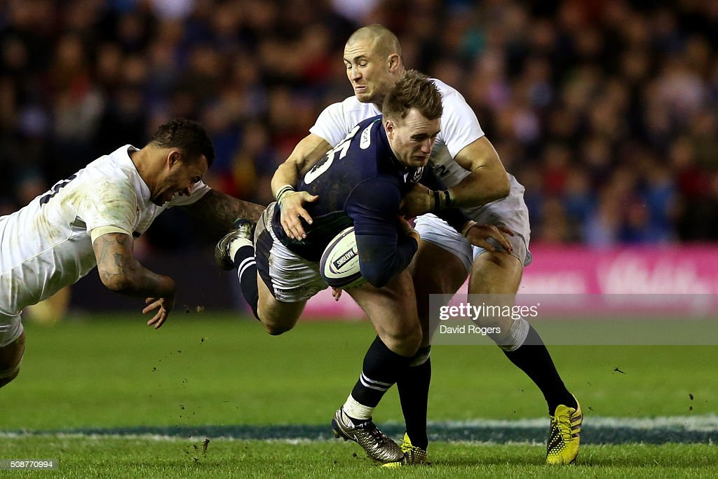 <a gi-track='captionPersonalityLinkClicked' href=/galleries/search?phrase=Stuart+Hogg+-+Joueur+de+rugby&family=editorial&specificpeople=8947952 ng-click='$event.stopPropagation()'>Stuart Hogg</a> of Scotland is tackled by <a gi-track='captionPersonalityLinkClicked' href=/galleries/search?phrase=Courtney+Lawes&family=editorial&specificpeople=5385543 ng-click='$event.stopPropagation()'>Courtney Lawes</a> (L) and <a gi-track='captionPersonalityLinkClicked' href=/galleries/search?phrase=Mike+Brown+-+Rugby&family=editorial&specificpeople=2385268 ng-click='$event.stopPropagation()'>Mike Brown</a> (R) of England during the RBS Six Nations match between Scotland and England at Murrayfield Stadium on February 6, 2016 in Edinburgh, Scotland.