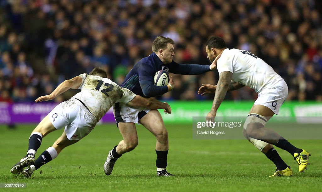 <a gi-track='captionPersonalityLinkClicked' href=/galleries/search?phrase=Stuart+Hogg+-+Joueur+de+rugby&family=editorial&specificpeople=8947952 ng-click='$event.stopPropagation()'>Stuart Hogg</a> of Scotland is tackled by <a gi-track='captionPersonalityLinkClicked' href=/galleries/search?phrase=Owen+Farrell&family=editorial&specificpeople=4809668 ng-click='$event.stopPropagation()'>Owen Farrell</a> (L) and <a gi-track='captionPersonalityLinkClicked' href=/galleries/search?phrase=Courtney+Lawes&family=editorial&specificpeople=5385543 ng-click='$event.stopPropagation()'>Courtney Lawes</a> (R) of England during the RBS Six Nations match between Scotland and England at Murrayfield Stadium on February 6, 2016 in Edinburgh, Scotland.