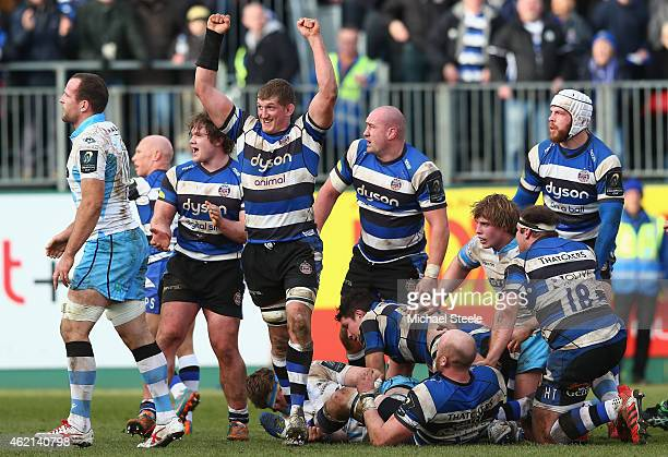 Stuart Hooper the captain of Bath celebrates his sides 2015 victory at the final whistle during the European Rugby Champions Cup Pool Four match...