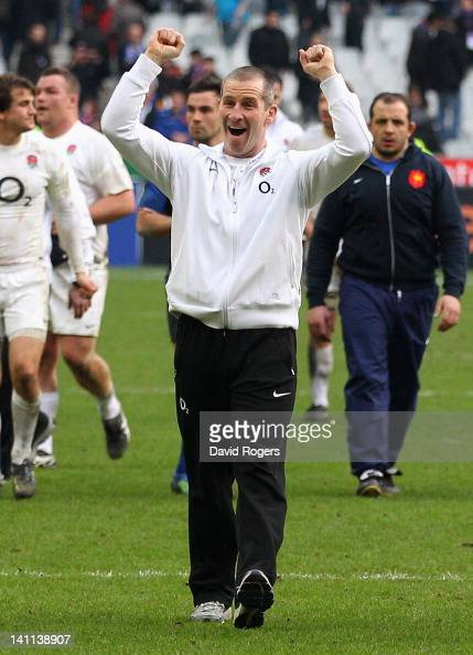 Stuart Lancaster head coach of England celebrates victory after the RBS 6 Nations match between France and England at Stade de France on March 11...