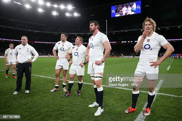 Stuart Lancaster the head coach of England looks dejected alongside his players at the end of the RBS Six Nations match between England and France at...