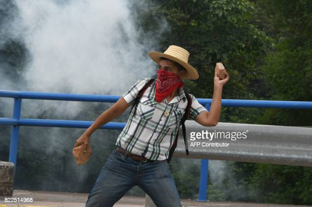 A student of the National Autonomous University of Honduras gathered under the University Student Movement clasheswith the riot police who try to...