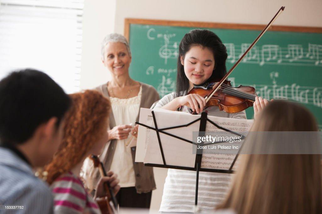 Student playing violin : Stock Photo