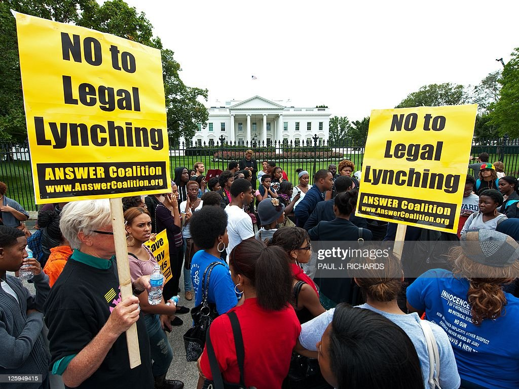 Student protestors from Howard University demonstrate outside the White House September 21 demaning a lastminute intervention on behalf of Troy Davis...