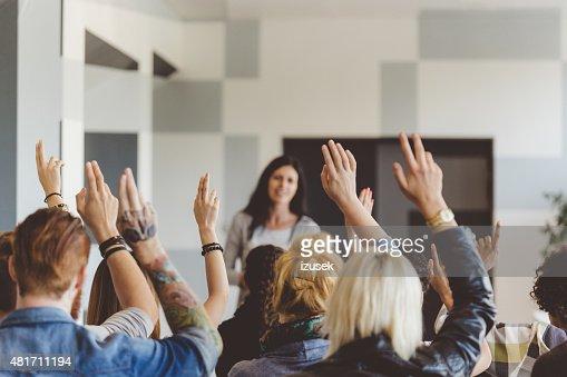スチューデント投票セミナー、手を上げる