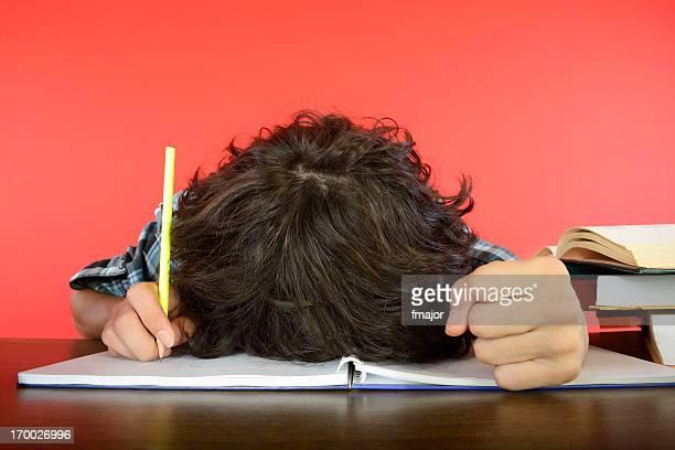 De estudiantes con el cuaderno de notas