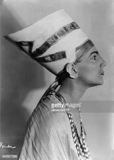 Studentin Dora Zuntz als Nofretete auf dem Berliner Kunstgewerbeball `Bunte Laterne` 1927Aufnahme Atelier Binder