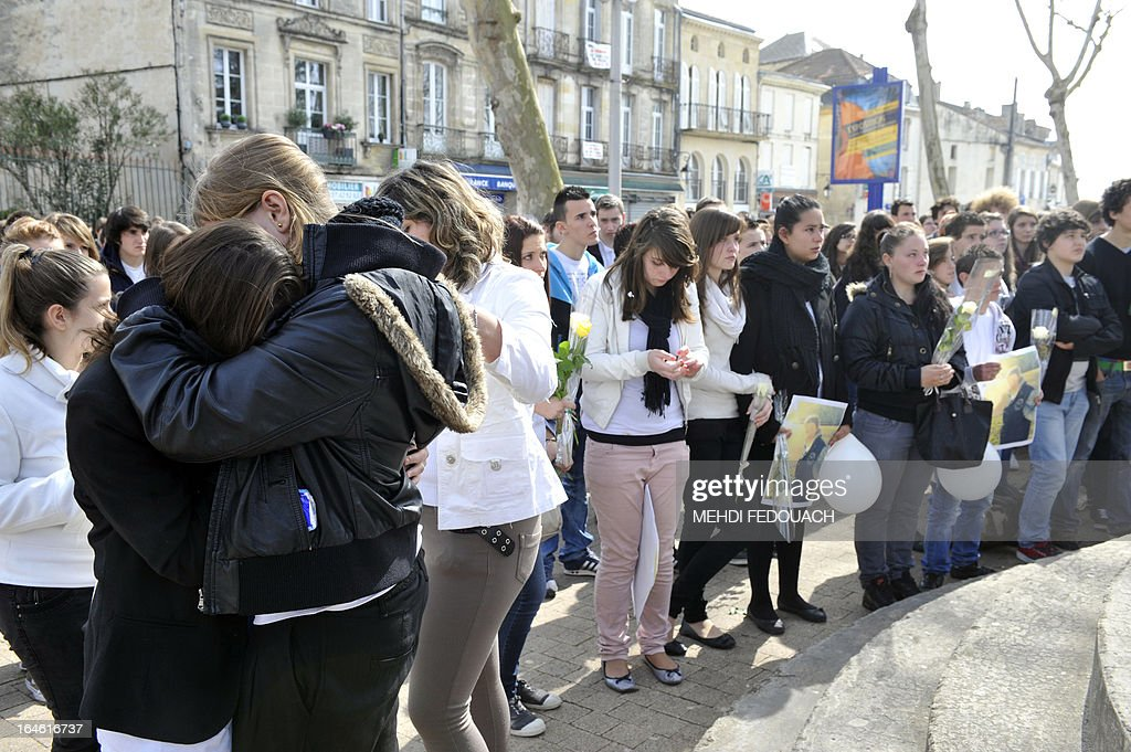 Students and residents mourn on March 25, 2013 during a ceremony and march in honour of Sylvain, a 15-year-old schoolboy stabbed on March 19 by a 19-year-old comrade in a classroom of the Estuaire college in Blaye, southwestern France. AFP PHOTO MEHDI FEDOUACH.