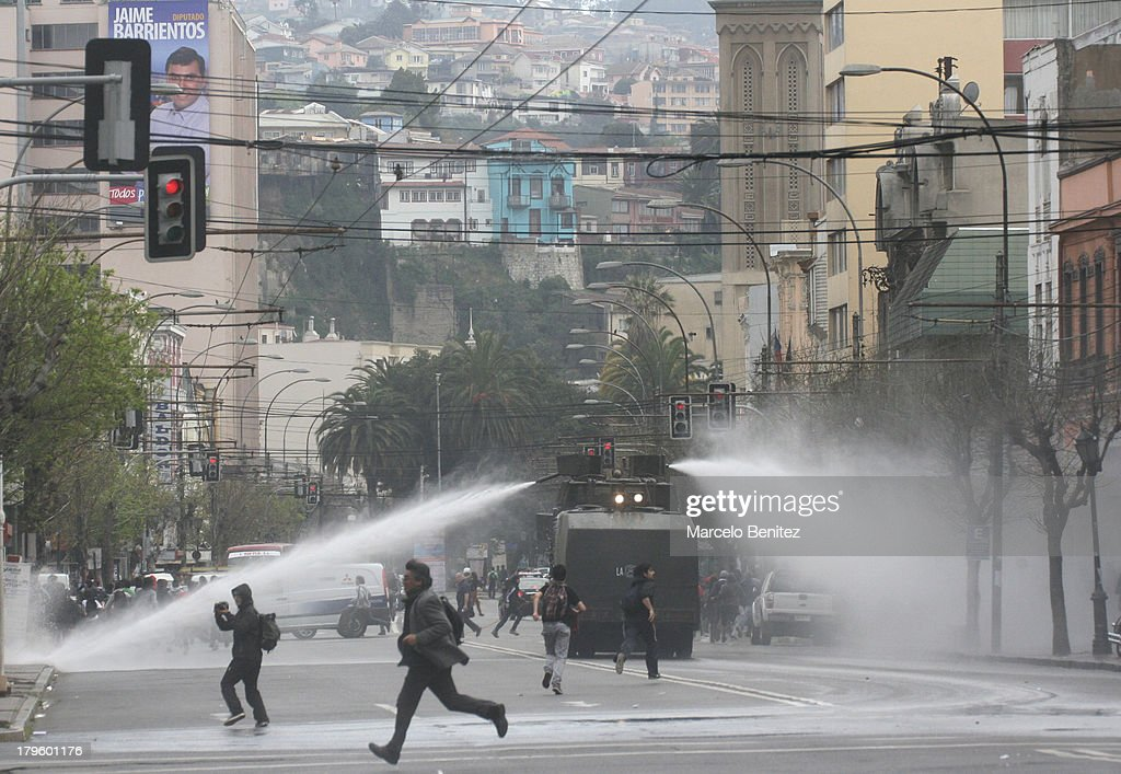 Students and workers clash with riot police during demonstrations against Government in Valparaiso, Chile on September 05, 2013. They are demanding recovery Chilean copper, free and quality education during the proximity of the commemoration of the military coup that occurred on September 11, 1973
