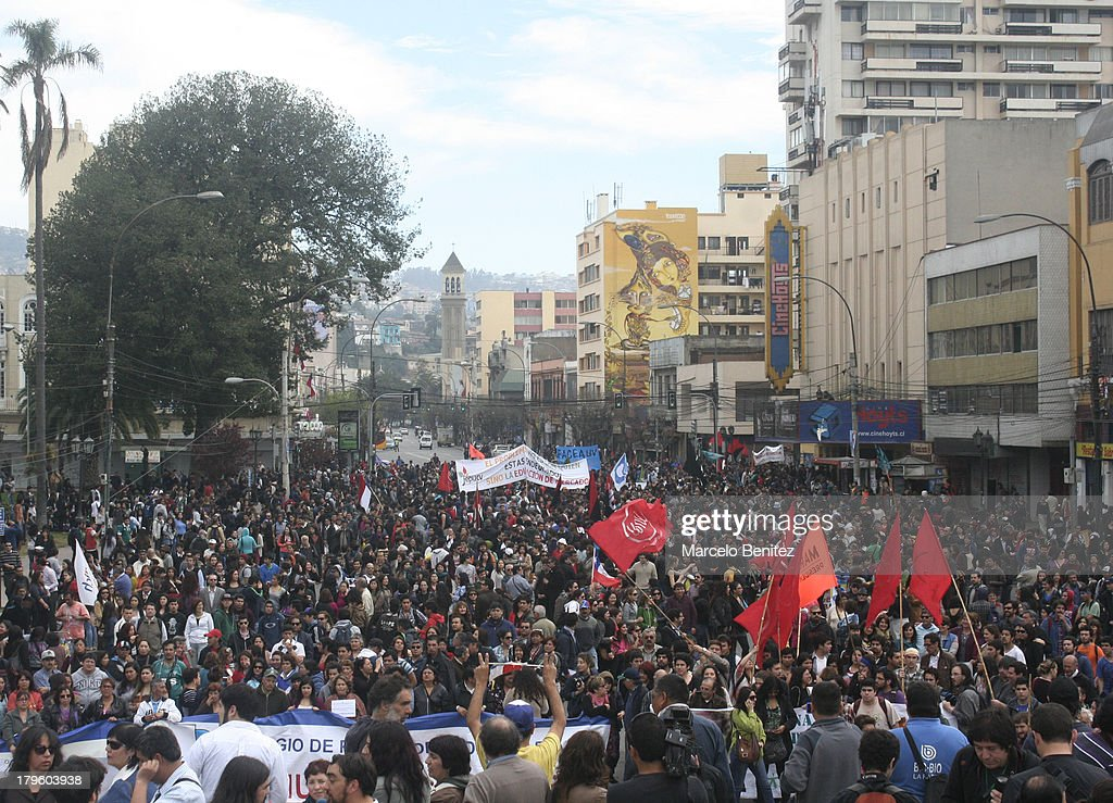 Students and workers protest against Government in Valparaiso, Chile on September 05, 2013. They are demanding recovery Chilean copper, free and quality education during the proximity of the commemoration of the military coup that occurred on September 11, 1973