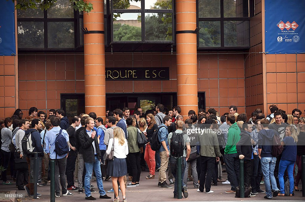 Students are waiting around past Toulouse's ESC business school on September 4, 2012, before the start of the new school year in Villefranche-de-Lauragais, southwestern France. AFP PHOTO / REMY GABALDA