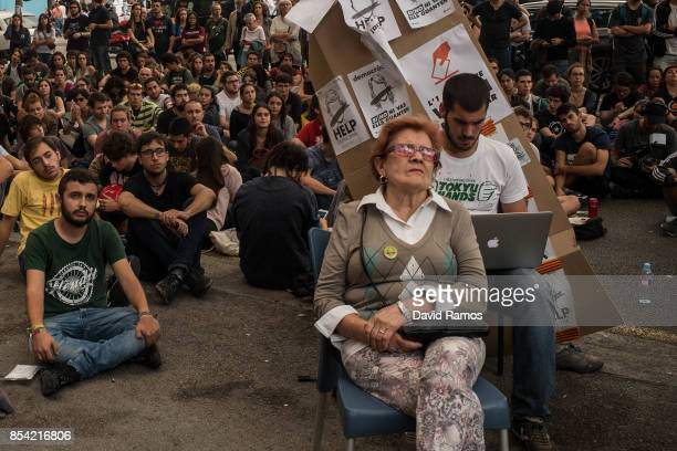 Students attend to a video conference of Julian Assange outside the University of Barcelona on September 26 2017 in Barcelona Spain Catalan...