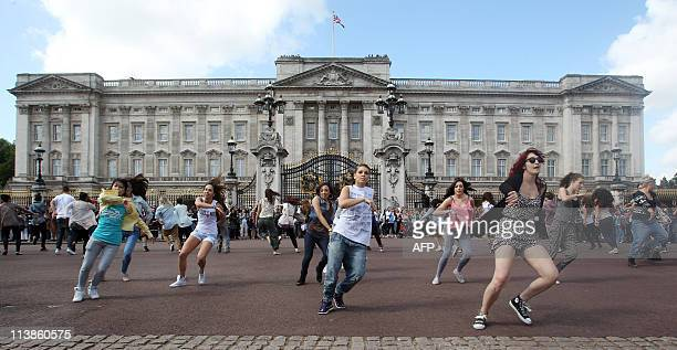 Students from the University of East London perform in a Big Dance Royal flashmob outside Buckingham Palace in London on May 9 2011 AFP PHOTO / LEWIS...