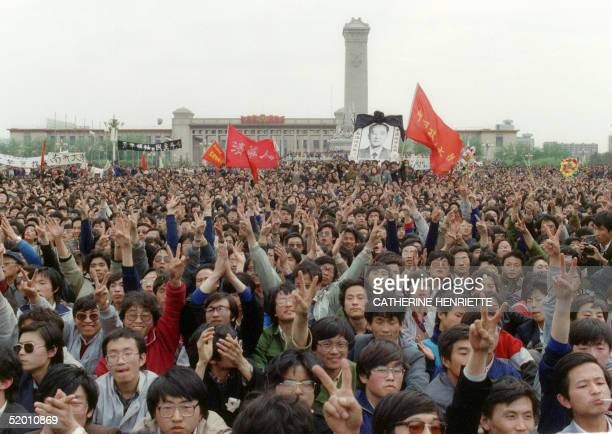 Students gesture and shout slogans as they pay respect 22 April 1989 in Beijing to former Chinese Communist Party leader and liberal reformer Hu...