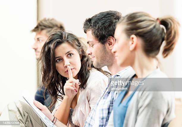 Alunos em uma palestra-Shhh!