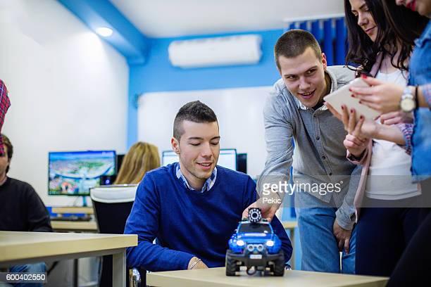 Studenten in einem Roboter-Klasse
