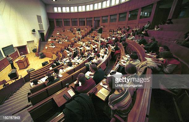 Students inside a lecture hall of the University of Jena
