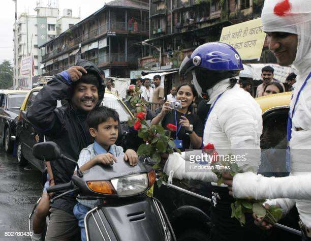 Students of Manthan school of creative advertising distribute flower to bike riders defaulted wearing helmet on International Road Safety Day Manthan...