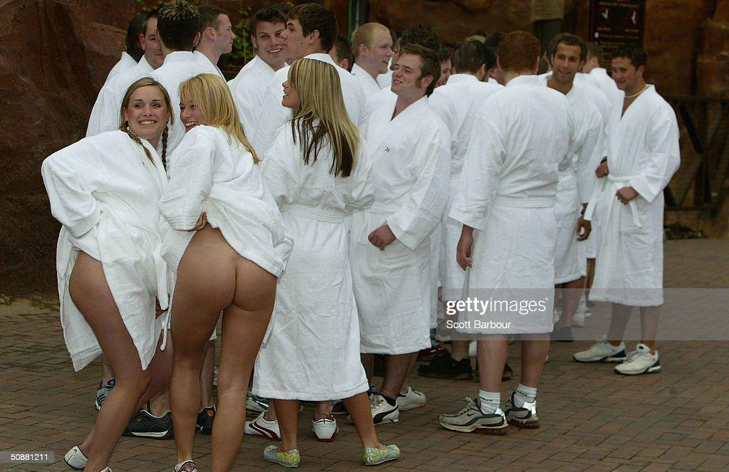 guinness world record on naked girls