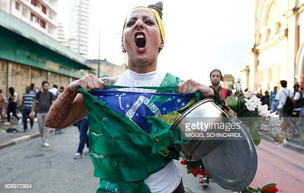 TOPSHOT Students protest against the rise of the transport fare in Sao Paulo Brazil on January 26 2016 AFP PHOTO / Miguel SCHINCARIOL / AFP / Miguel...