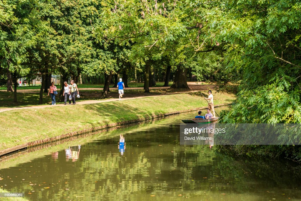 Students punting on the River Cherwell, Oxford. Punting is a famous Oxford University activity enjoy