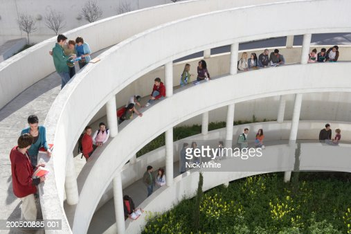 Students standing on walkways at university, elevated view : Stock-Foto