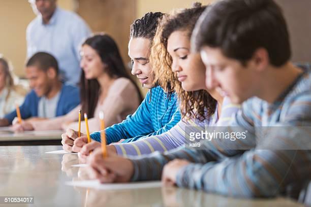Étudiants à un examen